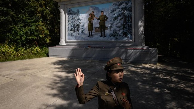 Negeri Ateis Korea Utara ternyata punya 'tanah suci' di Gunung Paektu yang dikunjungi ratusan ribu orang setiap tahunnya.