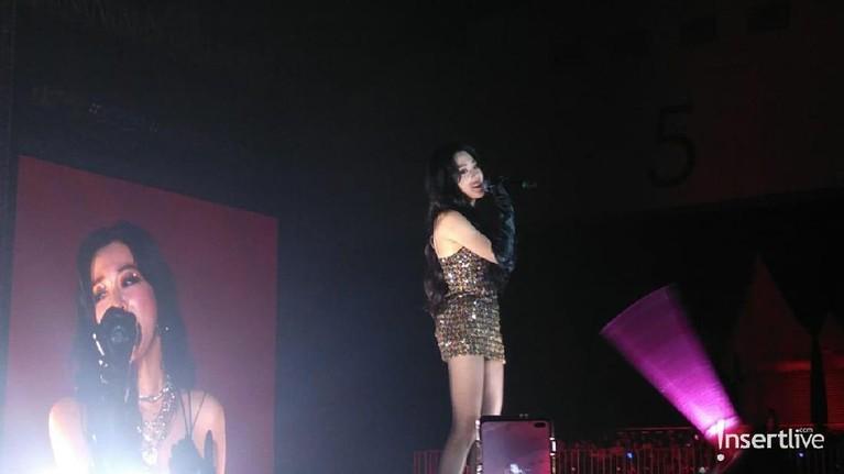 Penampilan dari member Girls' Generation,Tiffany Young, sukses membius para penggemar.