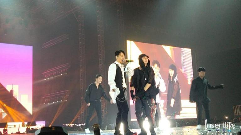 Super Junior D&E membuat penonton histeris saat tampil di Super K-Pop Festival 2019.