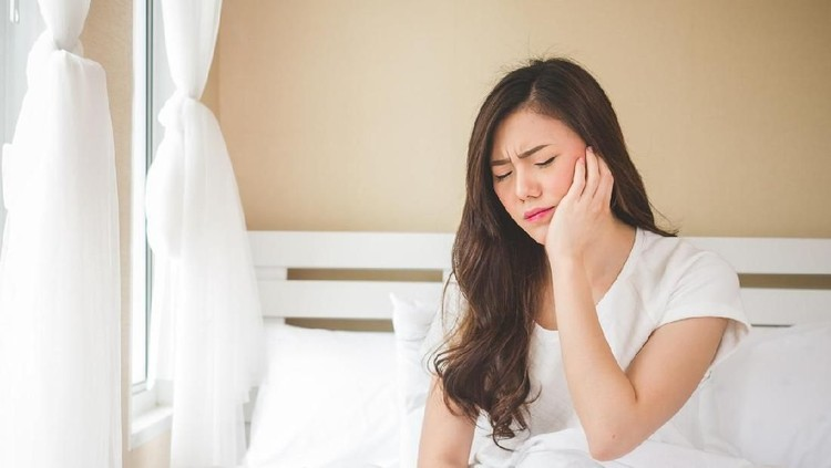 Asian woman toothache, pain, hurt and injured, tooth, teeth and dentistry woman concept
