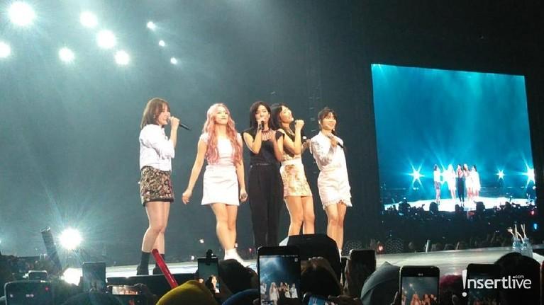 Red Velvet juga menjadi sorotan utam saat tampil di Super K-Pop festival 2019.
