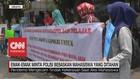 VIDEO: Emak-Emak Minta Polisi Bebaskan Mahasiswa yang Ditahan