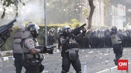 FOTO : Demo di DPR Kembali Berujung Rusuh