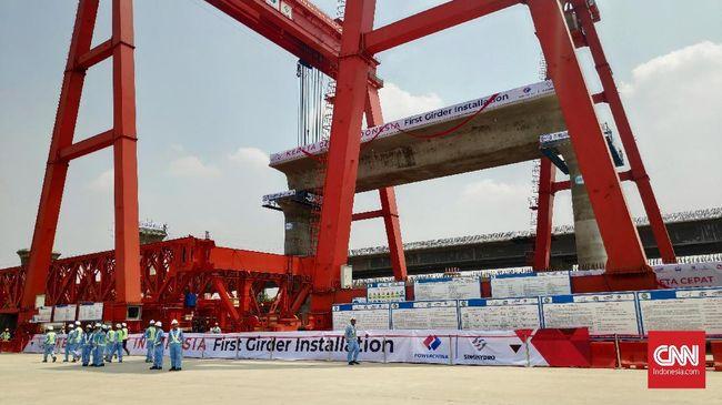 Girder pertama kereta cepat Jakarta-Bandung telah dipasang. Balon beton seberat 900 ton ini menandai progres proyek yang ditargetkan beroperasi 2021 nanti.