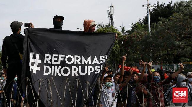 Tindakan represif aparat kepolisian dalam demonstrasi mahasiswa, pelajar, hingga masyarakat sipil bertema #ReformasiDikorupsi dinilai telah melampaui batas.