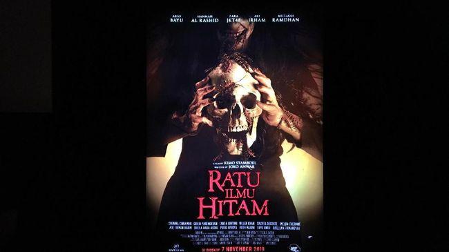 Joko Anwar yang kali ini bertindak sebagai penulis naskah menyebut sempat kesulitan membawa arah film 'Ratu Ilmu Hitam' agar berbeda dengan versi orisinal.