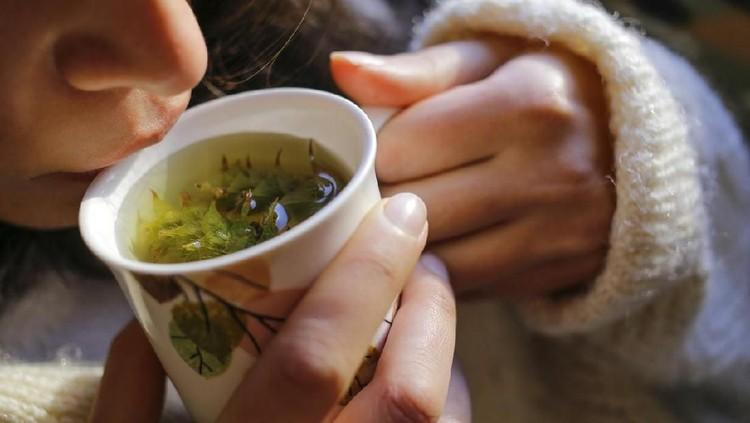 Selain beristirahat cukup, Bunda bisa gunakan bahan herbal untuk menyembuhkan luka operasi caesar.
