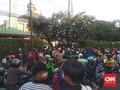 Massa-Polisi Tegang di Menara Kompas hingga Pasar Palmerah