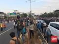 Massa Blokir Jalan Tol Depan DPR, Arus Lalu Lintas Lumpuh
