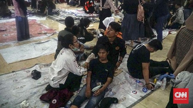 Sebanyak 186 mahasiswa terluka akibat kericuhan di depan gedung DPRD Jawa Barat. Ratusan mahasiswa itu dibawa ke Universitas Islam Bandung untuk dirawat.