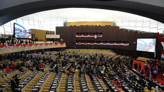 Sebanyak 711 Anggota MPR RI periode 2019-2024 resmi dilantik di Kompleks MPR/DPR, Senayan, Jakarta Selasa (1/9).