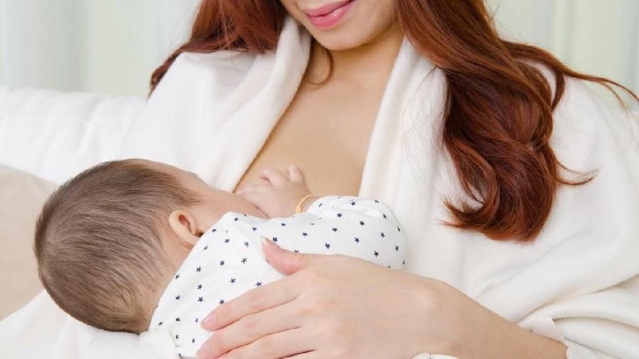 Patut Dicoba! Skin to Skin di Awal Kelahiran Bayi Lancarkan ASI