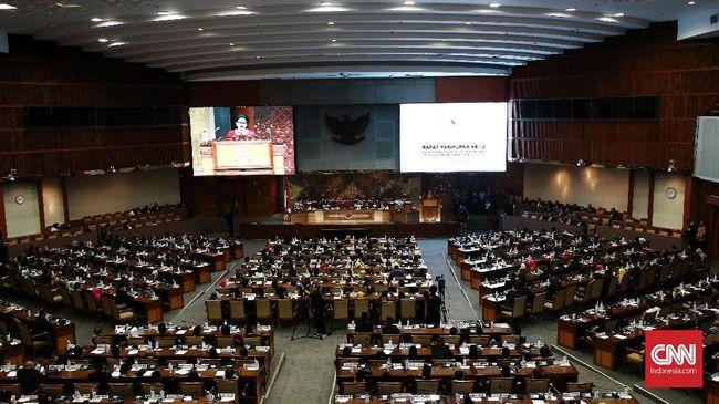 DPR dan pemerintah menyusun regulasi untuk menyederhanakan sistem politik dan pemerintahan melalui penggabungan lima UU dalam Omnibus Law.