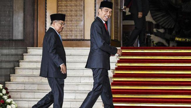 Presiden Jokowi saat hadir di HUT ke-55 Partai Golkar, sempat mengobrol dengan eks wapresnya, Jusuf Kalla dan mengatakan dia kini sudah merasa bebas dan lepas.