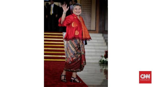 Di pelantikan DPR RI, sejumlah anggota memakai busana nasional. Berikut beberapa busana nasional terbaik yang ada di 'karpet merah' pelantikan DPR RI.