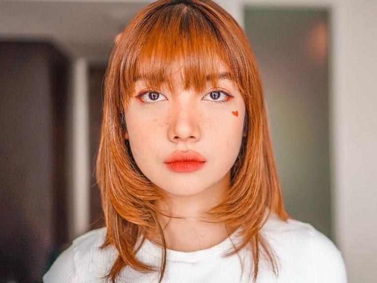 Karena kemiripannya, Bella kerap disebut sebagai Lisa BLACKPINK dari Indonesia.