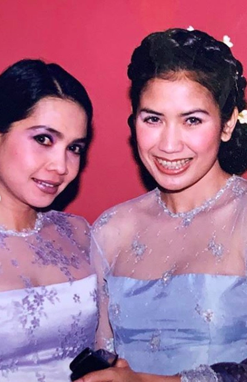Persahabatan antara Nicky Astria dan Rieta Amilia sudah terjalin sejak lama, Bunda. Intip deh momen jadul kebersamaan mereka.