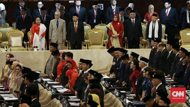 Gerindra mengusulkan sidang diskors untuk lobi pemilihan Ketua MPR, namun usul itu ditolak Golkar yang mengajukan kadernya, Bambang Soesatyo memimpin MPR.