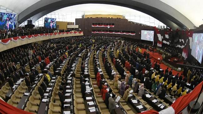Seluruh anggota DPR, DPD, dan MPR periode 2019-2024 dilantik Selasa (1/10). Sebanyak 575 anggota diambil sumpah oleh Ketua Mahkamah Agung.