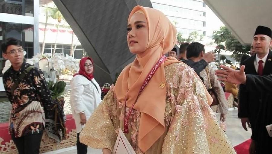 Mulan Jameela Kenakan Baju Bodo di Pelantikan Anggota DPR