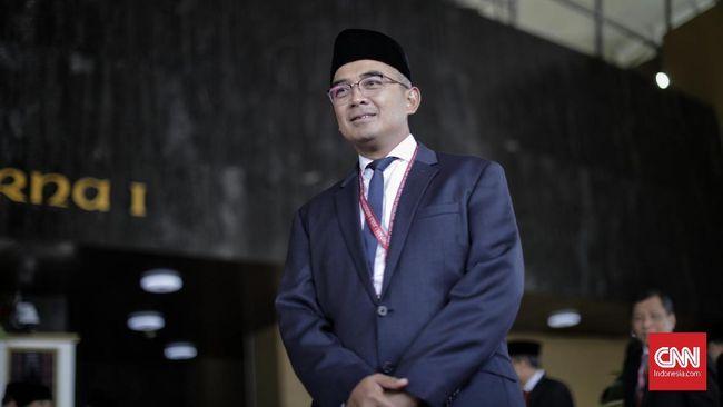 Anggota DPR Fraksi Partai NasDem Muhammad Farhan mengikuti pelantikan Dewan Perwakilan Rakyat (DPR) periode 2019-2024 di Ruang Rapat Paripurna, Kompleks Parlemen, Senayan, Jakarta, Selasa, 1 Oktober 2019.