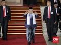 Ma'ruf Amin Pakai Sarung di Sidang Kabinet Perdana