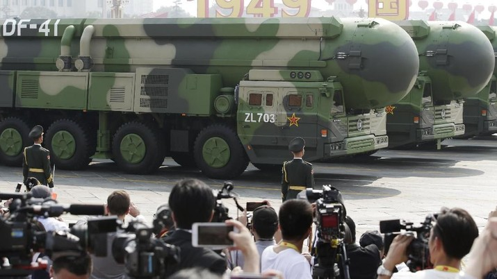 Military vehicles carrying DF-41 intercontinental ballistic missiles travel past Tiananmen Square during the military parade marking the 70th founding anniversary of People's Republic of China, on its National Day in Beijing, China October 1, 2019. REUTERS/Jason Lee