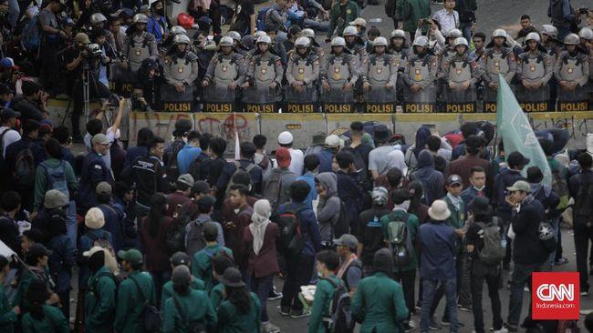 Kadiv Humas Polri, M Iqbal menyebut banyak mata tertuju ke Indonesia ketika pelantikan Presiden dan Wakil Presiden pada 20 Oktober mendatang.