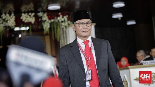 Anggota DPR Fraksi PDI Perjuangan Johan Budi mengikuti pelantikan Dewan Perwakilan Rakyat (DPR) periode 2019-2024 di Ruang Rapat Paripurna, Kompleks Parlemen, Senayan, Jakarta, Selasa, 1 Oktober 2019.