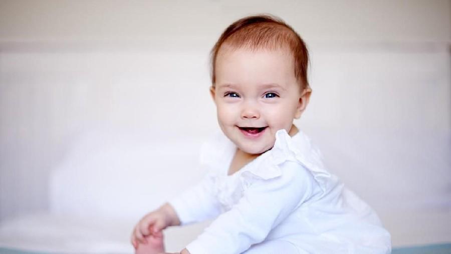 20 Nama Bayi Perempuan Islam dengan Arti Penolong