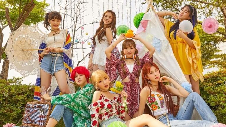 Tak ketinggalan girl band GWSN yang baru memulai debutnya pada 2018 lalu juga siap nih menghibur para pengunjung di FollowGyeonggi K-Culture Festa 2019.