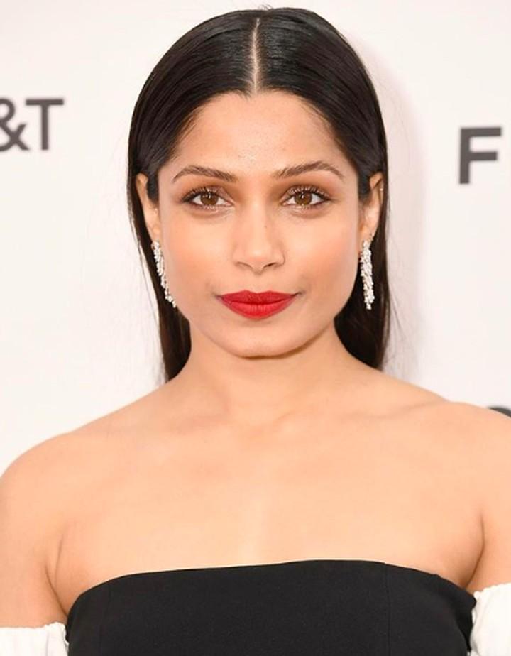 Pemeran Latika di film Slumdog Millionaire, Freida Pinto adalah sosok anak perempuan yang sayang pada keluarga.
