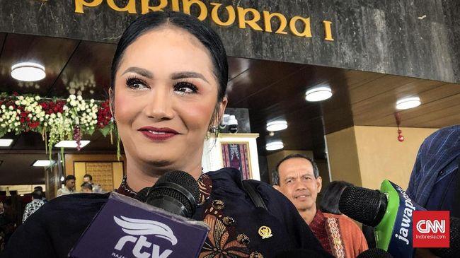 Anggota DPR dari Fraksi PDIP Krisdayanti alias KD menyoroti masalah pernikahan dini dan mengutamakan penyerapan aspirasi masyarakat.