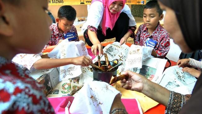 Hari Batik Nasional diperingati pada 2 Oktober setiap tahunnya. Momen ini menandai diakuinya batik Indonesia sebagai Warisan Budaya Takbenda oleh UNESCO.