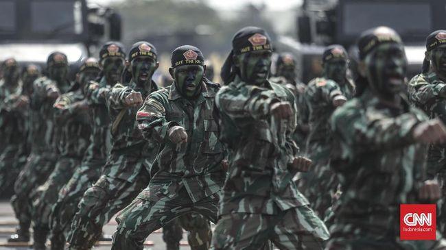 Suasana gladi bersih upacara parade dan defile HUT ke-74 TNI di Taxy Way Echo Lanud Halim Perdanakusuma, Jakarta, Kamis, 3 Oktober 2019. Peringatan HUT ke-74 TNI akan dilaksanakan di lokasi yang sama pada Sabtu, 5 Oktober 2019, dengan mengangkat tema