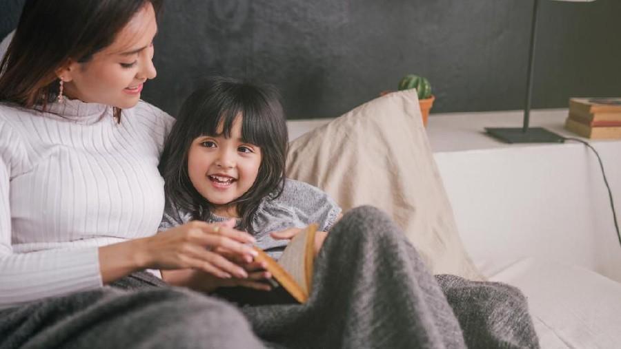 Jawaban Saat Anak Tanya Kenapa Hanya Bunda yang Boleh Sentuh Tubuhnya