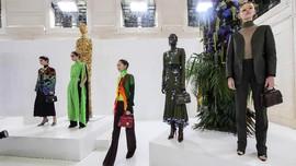 Ready To Wear Perdana Schiaparelli dan Ralph&Russo di Paris