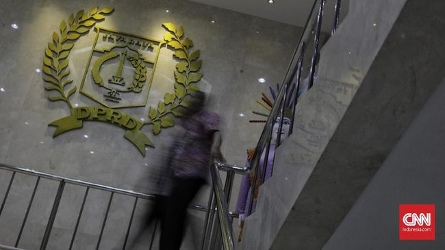 Fraksi PDIP di DPRD DKI Jakarta meragukan kredibilitas lembaga pemberi anugerah 'Heroes' kepada Gubernur DKI Anies Baswedan terkait transportasi.