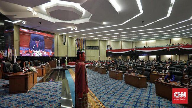 Rapat Paripurna DPRD DKI Jakarta diwarnai walk out para anggota parlemen saat perwakilan Fraksi PSI hendak membacakan pandangan umum.