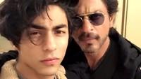 <p>Shah Rukh Khan memang membebaskan karier ketiga anaknya, termasuk Aryan Khan. (Foto: Instagram @iamsrk)</p>