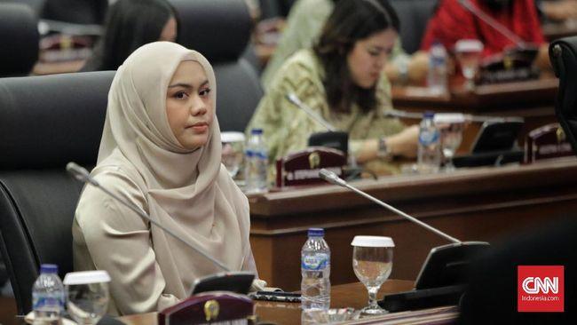 Wakil Ketua DPRD DKI Jakarta dari Fraksi PAN Zita Anjani menyebut Pemprov DKI keterlaluan lantaran baru menyerahkan draf anggaran di menit akhir jelang rapat.