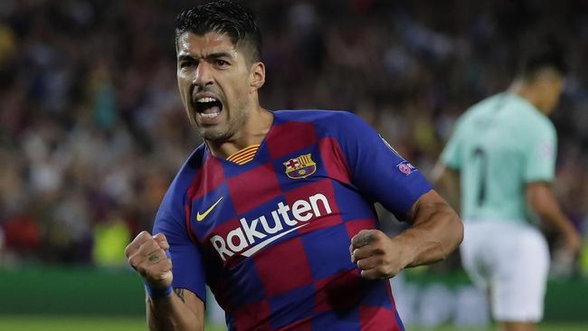 Barcelona's Luis Suarez celebrates after scoring his side's first goal during the group F Champions League soccer match between F.C. Barcelona and Inter Milan at the Camp Nou stadium in Barcelona, Spain, Wednesday, Oct. 2, 2019. (AP Photo/Emilio Morenatti)