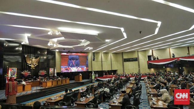 Sekretaris DPRD DKI Jakarta M Yuliadi menjelaskan buku dan pulpen diperlukan sebagai alat komunikasi antara warga dan anggota dewan saat reses.