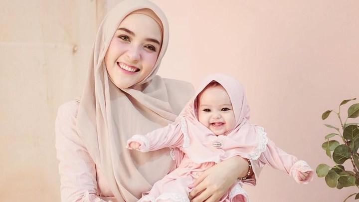 <p>Mungkin Bunda enggak asing lagi dengan si kecil yang satu ini. Ya, anak perempuan cantik ini namanya Shireen Amira Hafa. (Foto: Instagram @hamidahrachmayanti)</p>