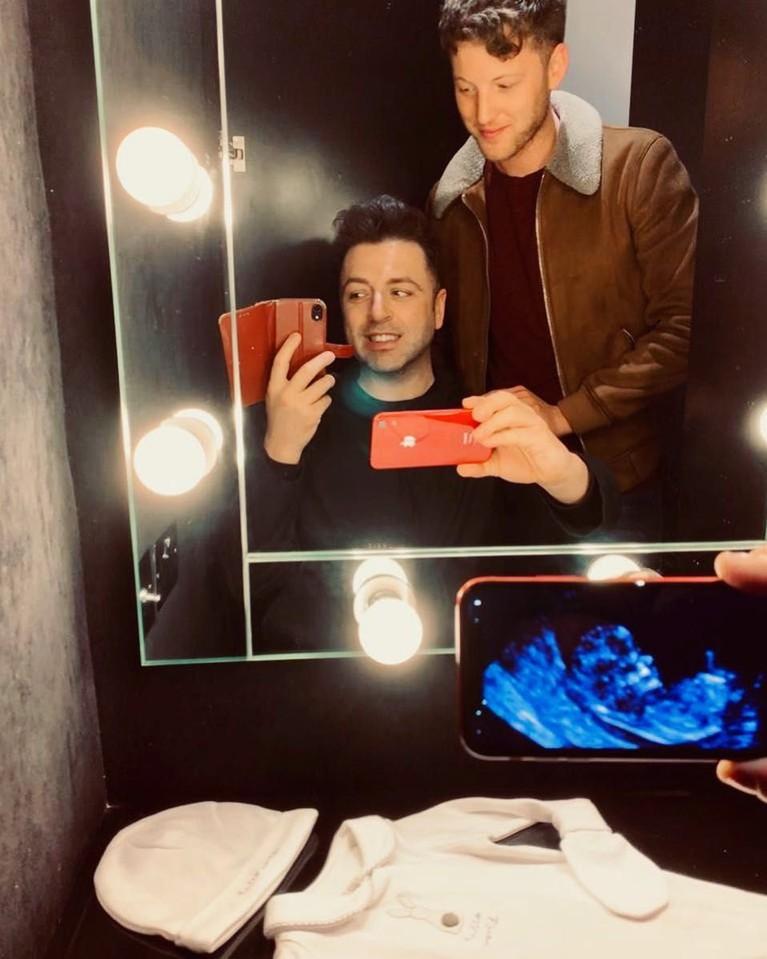 Pada Mei 2019, tepat saat ulang tahun Mark, pria berusia 39 tahun itu mengunggah foto USG dan baju bayi lewat Instagram pribadinya.