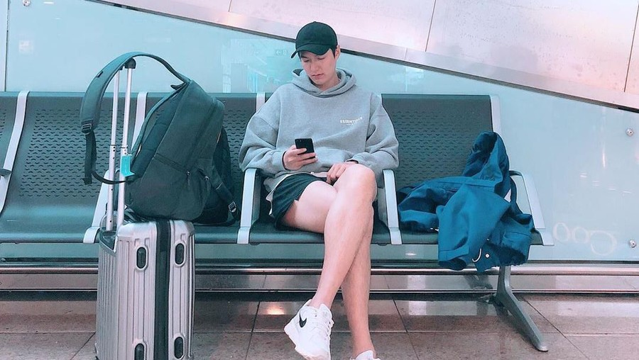 Serba Dior, Pakaian Mewah Lee Min Ho Saat Terbang ke Bali