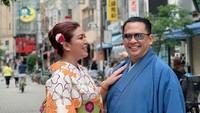 <p>Aih, mesranya Lenny dan Bambang Soesatyo seperti pengantin baru. (Foto: Instagram/ @dewi_bamsoet)</p>