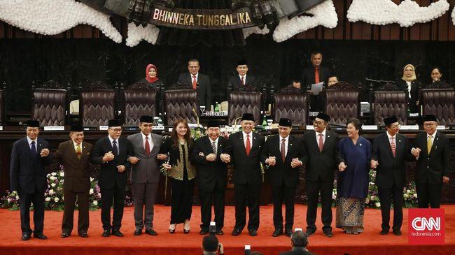 Pimpinan MPR akan menyerahkan undangan pelantikan Presiden/Wakil Presiden sekaligus meminta pandangan Prabowo Subianto soal amendeman UUD 1945.