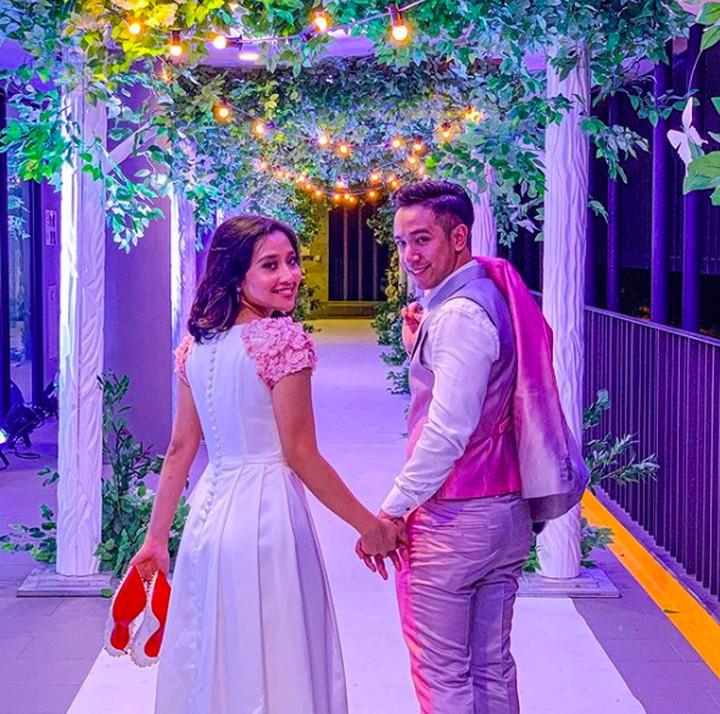 Pasangan pengantin, Nuraeen dan Sufie Rashid asal Singapura jadi viral. Pernikahan mereka mencuat setelah Nuraeen menghindari ibu mertuanya.