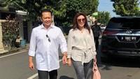 <p>'Yank', begitulah panggilan sayang Lenny alias Dwi untuk Bambang Soesatyo atau Bamsoet yang kini menjabat ketua MPR RI periode 2019 - 2024. (Foto: Instagram/ @dewi_bamsoet)</p>